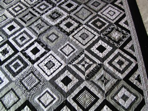 quilt pattern it s all black and white eucalypt ridge quilting black and white and zentangles