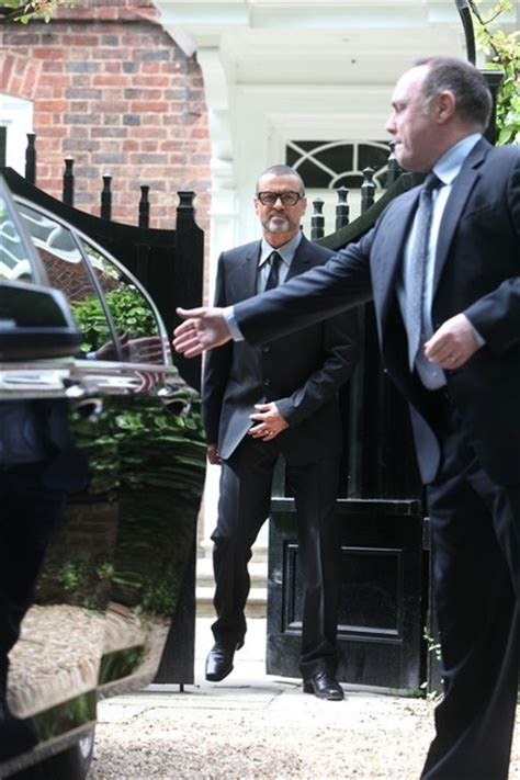 george michael home george michael in george michael leaves his home zimbio