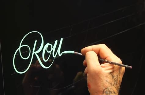 Roundhand Cat by Master Pinstriper Demonstrates Roundhand Lettering Wimp