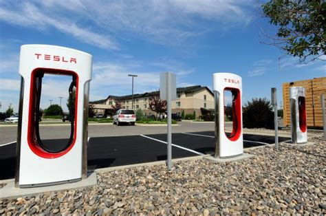 Tesla Solar Charging Station Tesla Motors Installs Charging Station For Electric Cars