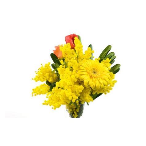 mazzo di fiori con mimose tulipani e mimosa