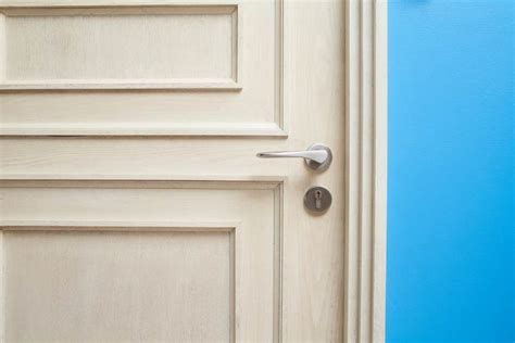 close bedroom door at night safety tip close your bedroom door at night safebee
