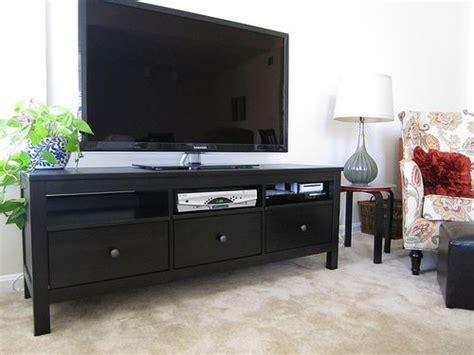 wandschränke für wohnzimmer schwarz lila