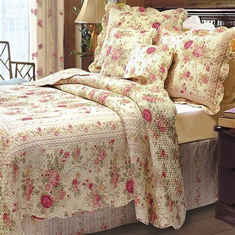 shabby chic cottage bedding 17 best ideas about cottage on shabby