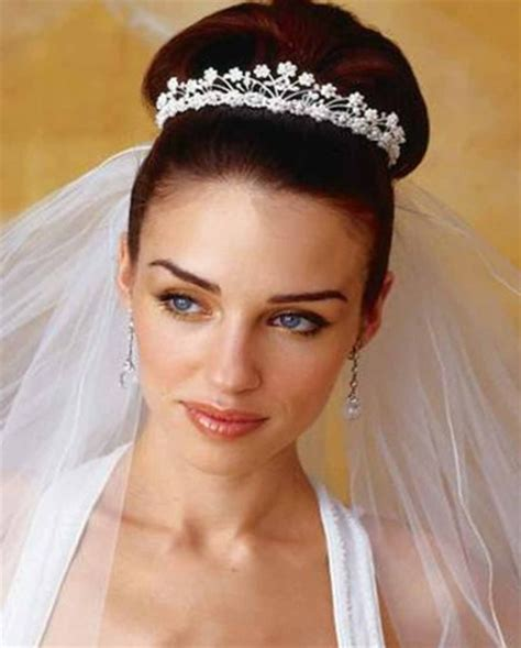 Wedding Hairstyles According To Dress by How To Choose Hairstyle According To Wedding Dress Talk
