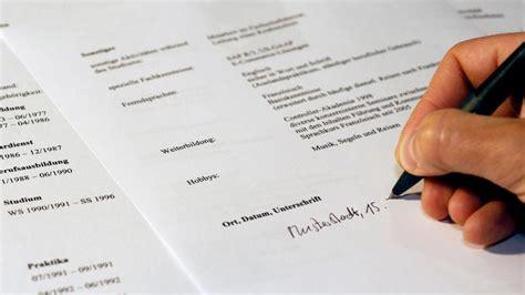Lebenslauf Unterschrift Setzen Beruf Bewerbung Kursiver Name Als Unterschrift Wirtschaft Augsburger Allgemeine