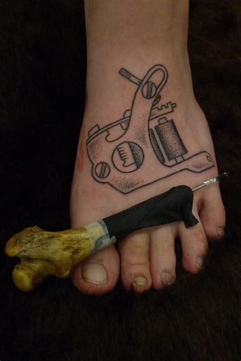 tattoo hand machine needles and sins tattoo blog tattoo machine tattooed by hand