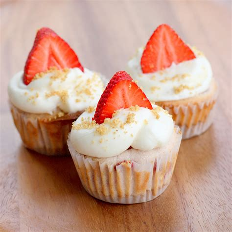 cupcake recipe strawberry cheesecake cupcakes