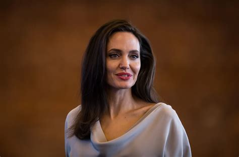 angelina jolie biography in spanish read angelina jolie s full keynote address to un