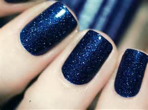navy nail polish is everything for summer the luxury spot