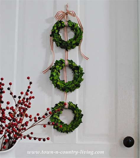 diy christmas decor trio of boxwood wreaths town
