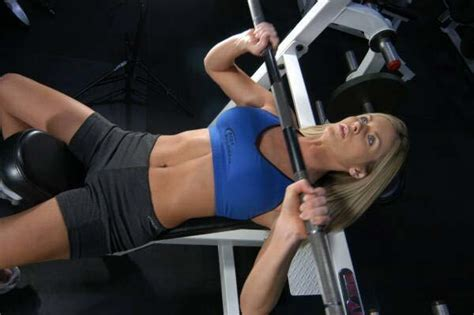 bench press workout for bulk women you won t get bulky from lifting weights