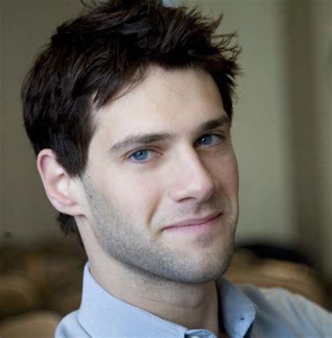actor with bright blue eyes justin bartha black hair and bright blue eyes mmmmmm