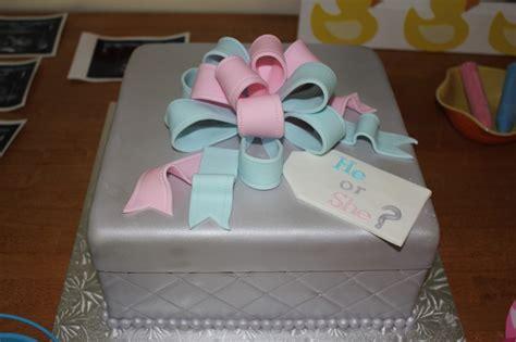 gender reveal cake babyshower