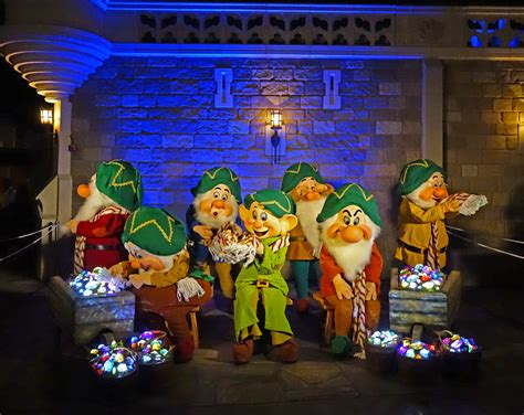 when do the decorations go up at disneyland when do disneyland decorations go up 2017