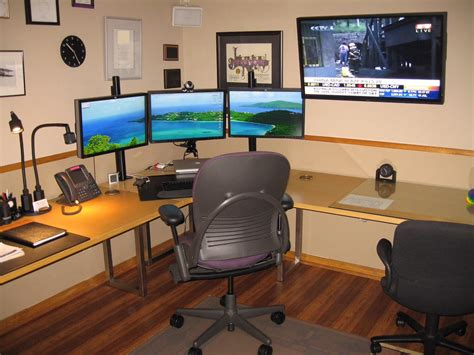 how to setup a home office in a small space triple monitor setup home office pinterest monitor