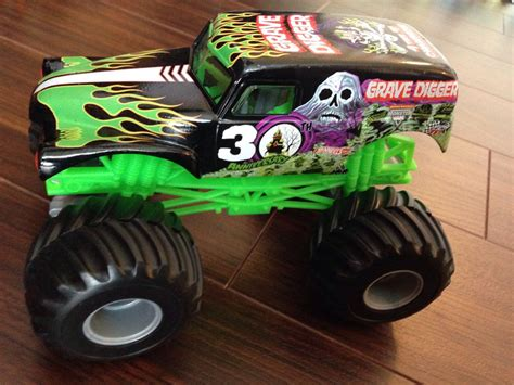 grave digger 30th anniversary monster truck toy 100 monster truck grave digger toys grave digger 05