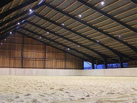 beleuchtung reitplatz led licht f 252 r reithallen reitpl 228 tze ridcon pferdesport