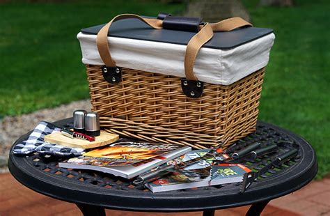 Picnic Basket Giveaway - the ultimate travel picnic basket giveaway