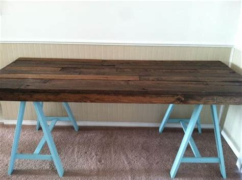 Diy Wooden Desk 5 Diy Easy Wooden Pallet Desk Ideas 99 Pallets