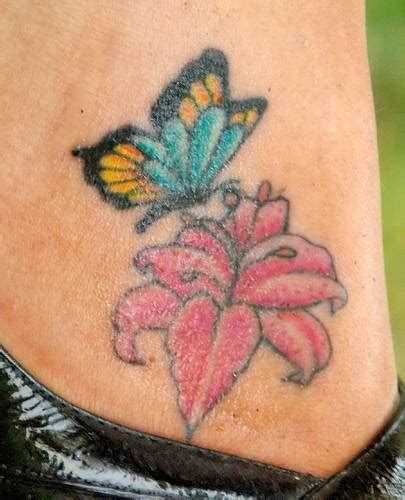 flowers and butterflies tattoo designs flower butterfly tattoos tattoos to see