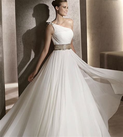 Rectangle Shaped: Best Wedding Dress Styles For The