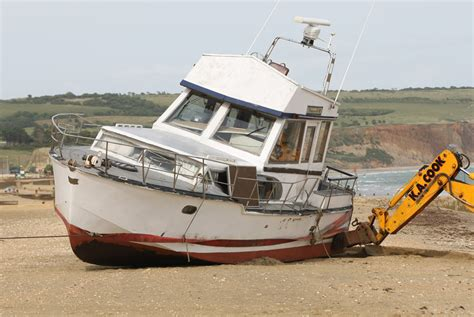 Boat Faucets And Sinks Boat Sinks On Sandown Beach Island Echo 24hr News 7
