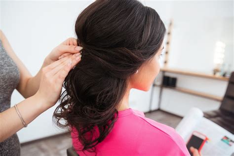 choosing the perfect hairstyle for you three factors hair salons apply to choose the hairstyle