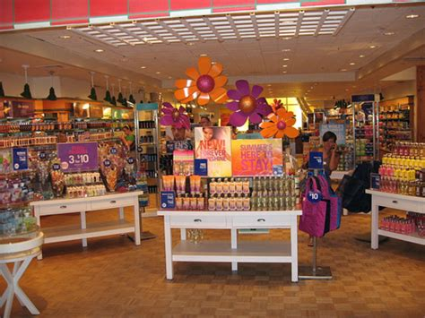 bathtub store bath body works expediting plans to open 3 stores in