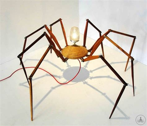 spiders in couch micomoler furniture en themag