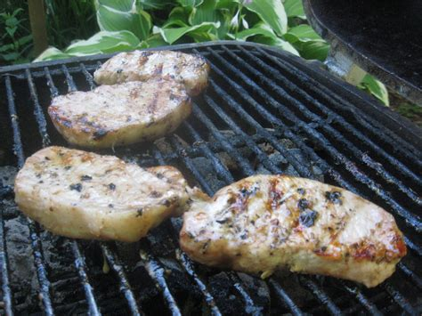 barbecue master how to grill boneless pork chops