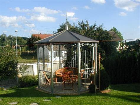 wetterfester gartenpavillon gartenpavillon metall wetterfest kunstrasen garten