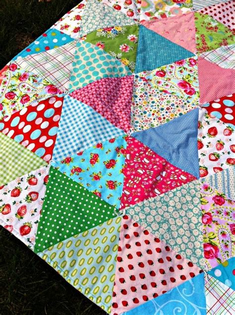 Triangle Patchwork Quilt - 275 best triangle half square block quilts images on