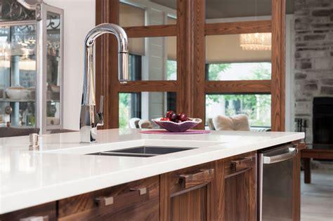 armoire contemporaine design solid walnut white velvet laquer with quartz counter top contemporary kitchen montreal