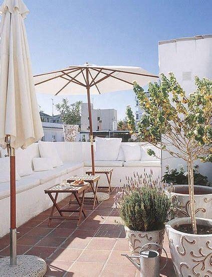 arredare un terrazzo arredare un terrazzo da sogno ma economico poltroncina