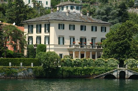 george clooney home in italy lake como mingle with the caesars and the