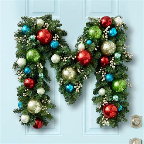 wreaths decorated with ornaments mouthtoears best 25 decorating with garland ideas on