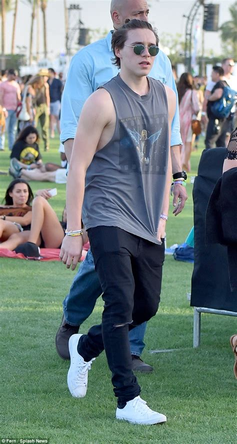 coachella music festival sees brooklyn beckham adopt rocker daily mail