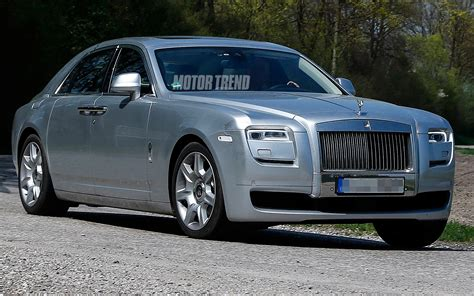 rolls royce ghost facelift front three quarters photo 1