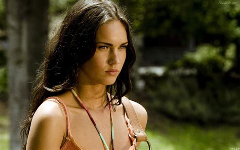 megan fox as a chatter busy megan fox hd wallpapers