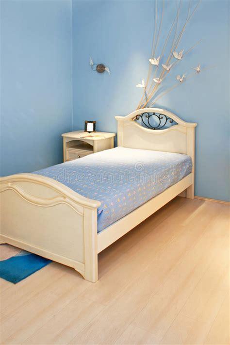 blaues schlafzimmer blaues schlafzimmer stockbild bild bequem parquet