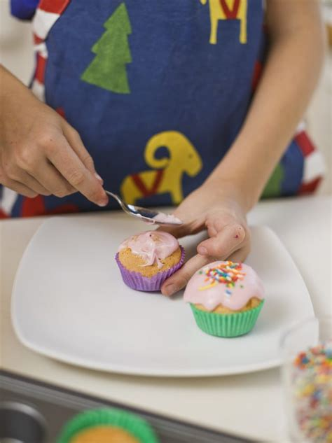 can you eat cake icing that is out of date leaftv
