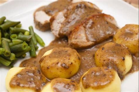 cuisiner 駱aule de porc recette de kluski et r 244 ti de porc facile et rapide