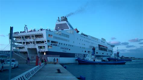 navi sardegna genova porto torres file gnv fantastic porto torres 2011 jpg wikimedia commons