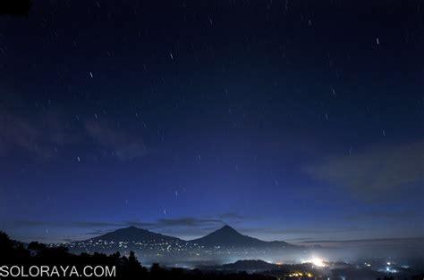 wallpaper pemandangan bintang malam gambar indahnya langit bertabur bintang malam hari foto