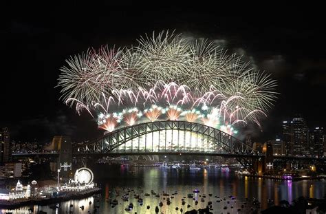 london new years eve 2015 boat party sydney harbour s new year 2016 celebration explodes with