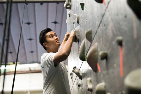 The Wall Mba by Bouldering Builds Teamwork In New Paltz Mba Students