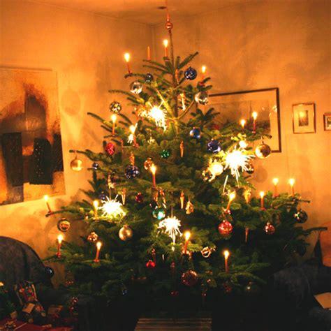 woher stammt der brauch des weihnachtsbaums bzw