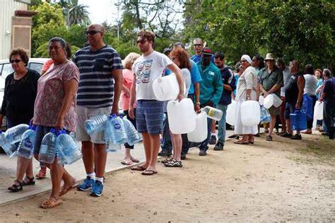 imagenes ironicas de la escasez comerciantes se aprovechan de escasez de agua en ciudad