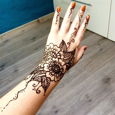 who does henna tattoos henna last makedes